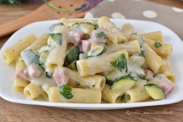 Pasta Zucchine Prosciutto Cotto e Gorgonzola anche come Pasta Fredda