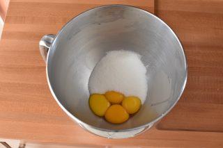 zucchero e uova