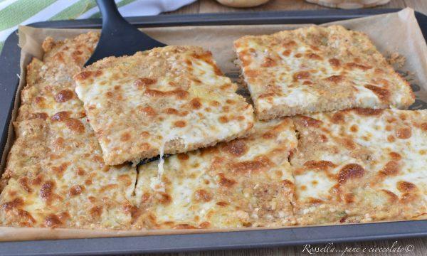 Schiacciata di Patate e Mozzarella Ricetta sottile anche da Antipasto
