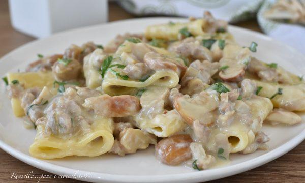 Paccheri Salsiccia e Funghi la Pasta con la Ricetta cremosa che cercavi!