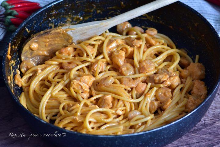Spaghetti Rosa cremosi Salmone e Gamberetti la Ricetta di Pasta veloce