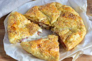 Sfoglia Speck e Mozzarella Filante la ricetta della torta salata di pasta sfoglia