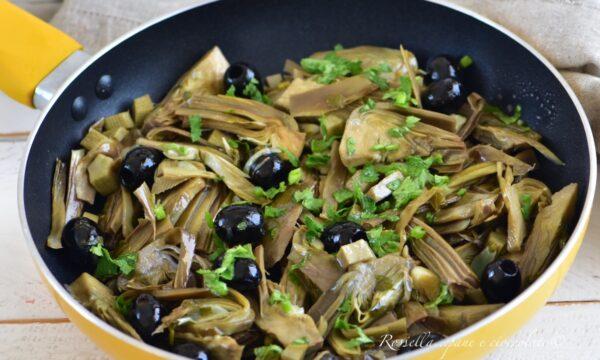 Carciofi alla Napoletana in Padella il Contorno con olive e capperi