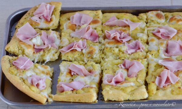 Focaccia con Patate Croccante Mozzarella  e Prosciutto Ricetta lievitato