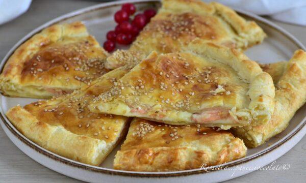 Triangoli di Pasta Sfoglia al Salmone e Provola Antipasto perfetto ripieno