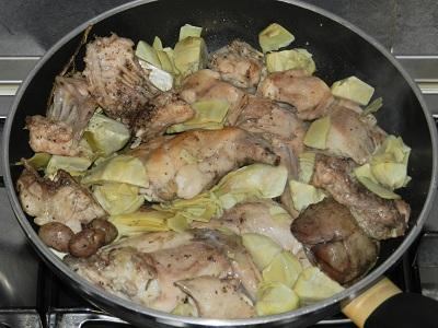 Coniglio con aromi e carciofi ricetteperdipeso for Cucinare coniglio