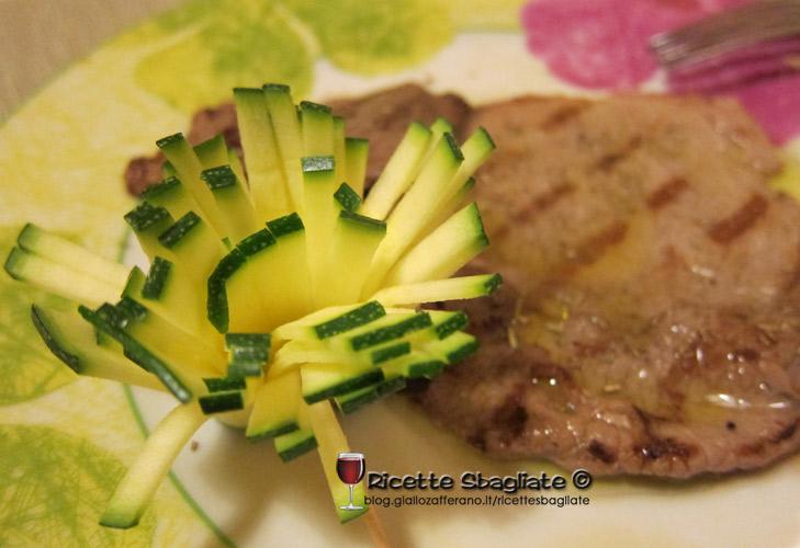 Decorazioni per piatti i fiorellini di zucchina - Piatti di frutta decorati ...