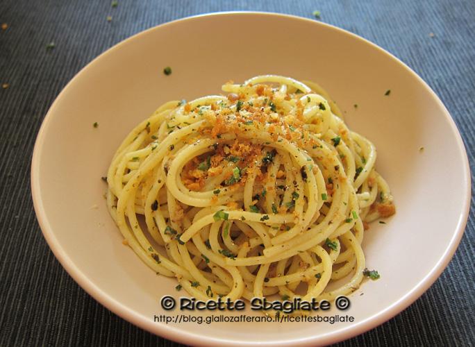 spaghetti alle briciole di pane aromatizzati con spezie e tartufo