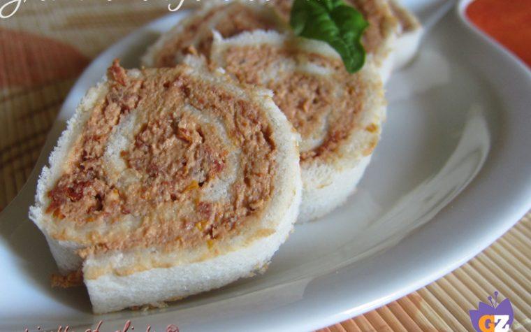Girelle di pane con tonno e pomodori secchi