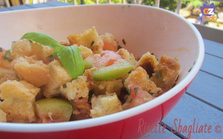 Panzanella croccante, ricetta riciclo per l'estate