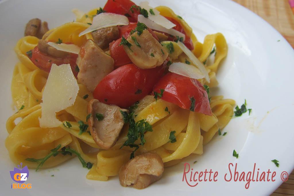 Fettuccine porcini, pachino e pecorino - ricetta facile ma d'effetto