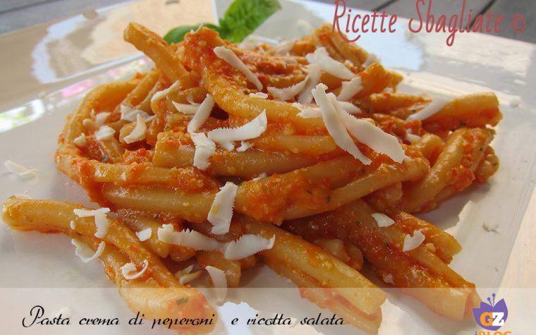 Pasta crema di peperoni e ricotta salata