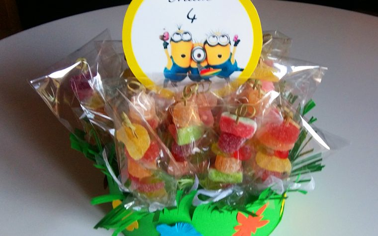 Spiedini di caramelle, idea compleanno per bambini