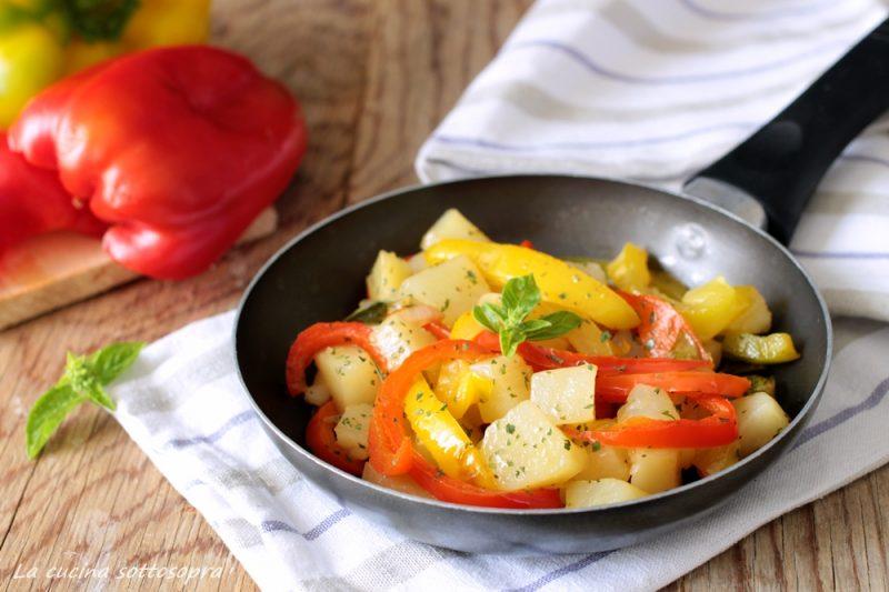 Peperoni e patate in padella – contorno estivo