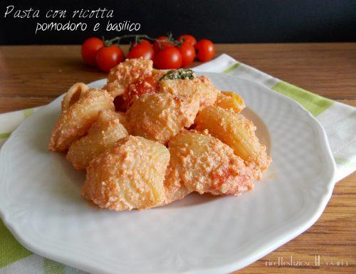 Pasta con ricotta pomodoro e basilico