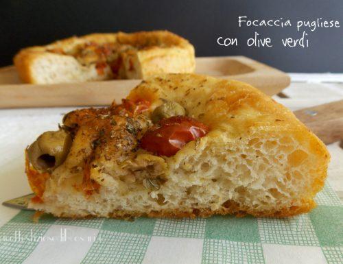 Focaccia con pomodorini e olive verdi – ricetta con lievito madre