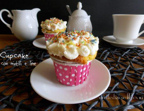 Cupcake ai mirtilli rossi e lime con frosting al cioccolato bianco
