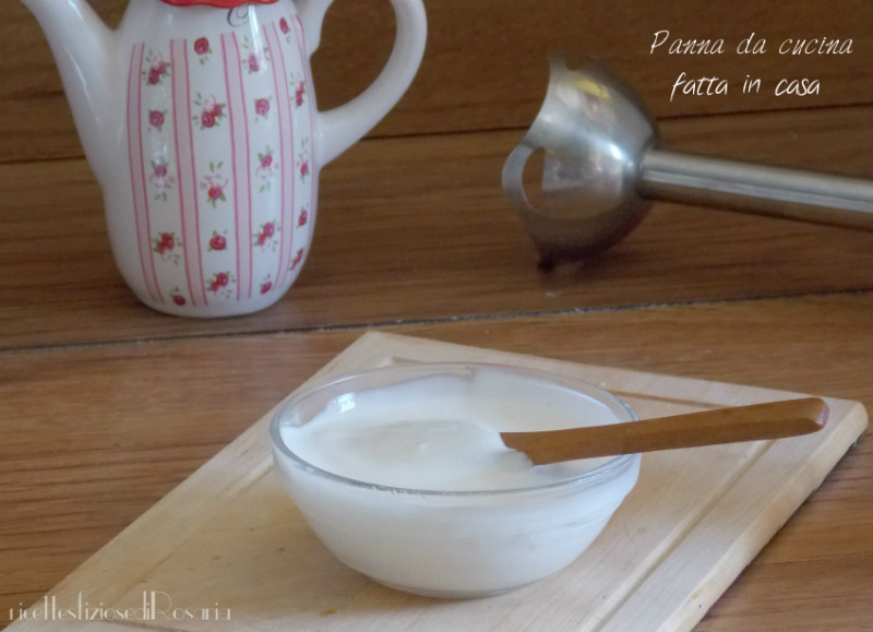 la panna da cucina fatta in casa pronta per essere utilizzata in varie preparazioni dimenticavo di dirvi che si conserva in frigorifero per un paio di