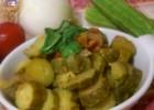 Zucchine al pomodoro e cipolla in padella