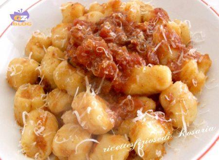 Gnocchi di patate con ragù leggero