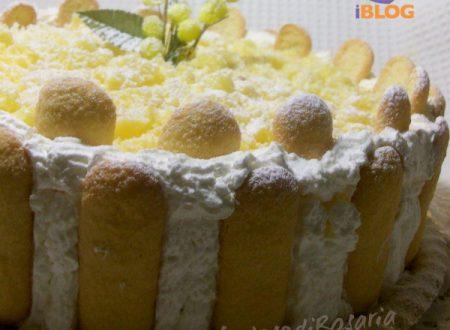 Torta mimosa con crema chantilly all'ananas