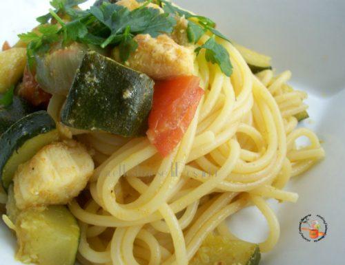 Spaghetti con zucchine e verdesca al curry – ricetta primo di pesce