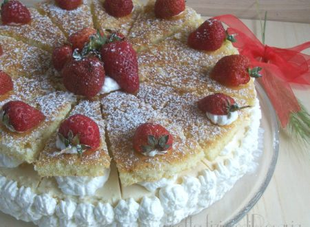Torta con fragole e crema al vino