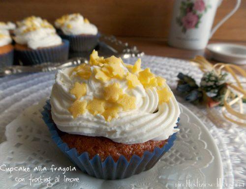 Cupcake alla fragola con frosting al limone
