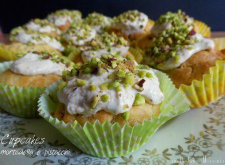 Cupcakes con mortadella e pistacchi