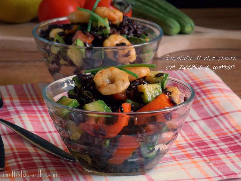 Insalata di riso venere con zucchine e gamberetti