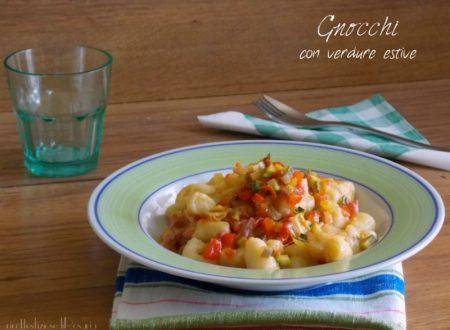 Gnocchi con verdure estive e pancetta