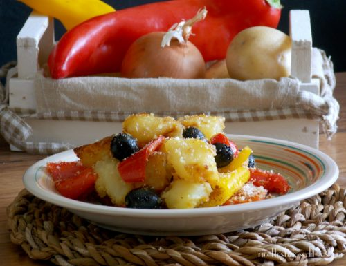 Patate con peperoni e olive sabbiose