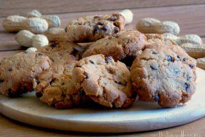 Biscotti al burro di arachidi con gocce di cioccolato