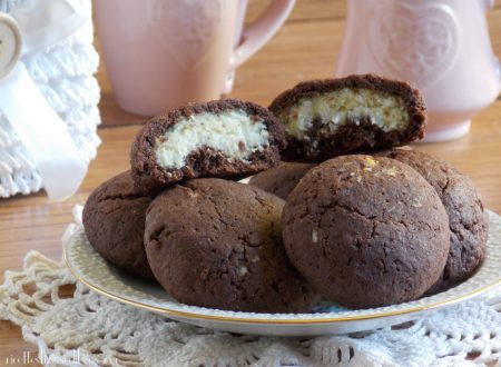 Biscotti al cacao ripieni di cocco