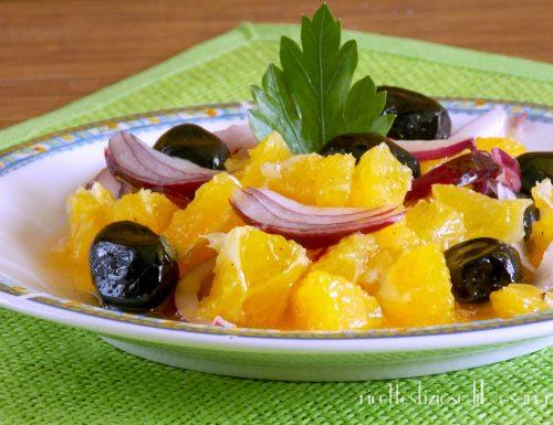 Arance condite con cipolla e olive