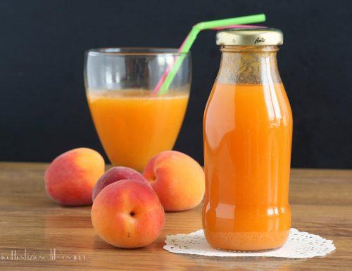 Succhi di frutta alle albicocche