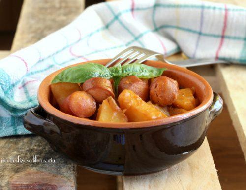 Patate stufate al pomodoro con wurstel