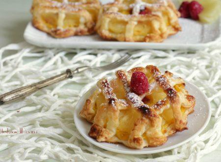 Sfogliatine con crema e ananas