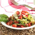 spaghetti di zucchine e fragole