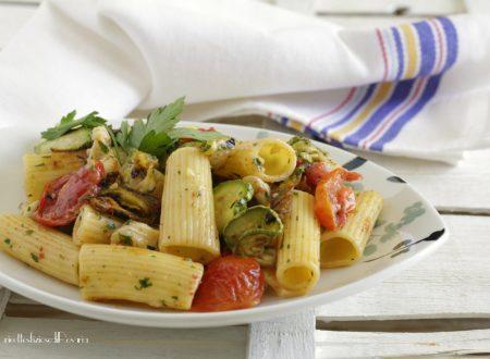 Pasta con zucchine e fiori grigliati