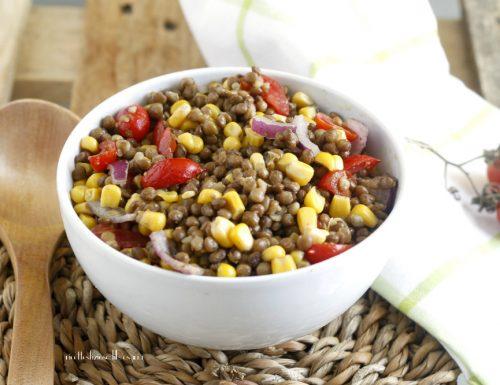 Insalata lenticchie mais e cipolla rossa