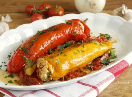 Peperoni cornetto ripieni con salsiccia