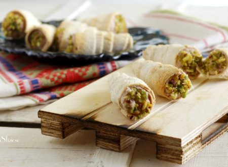 Cannoli di pane con mortadella e pistacchi