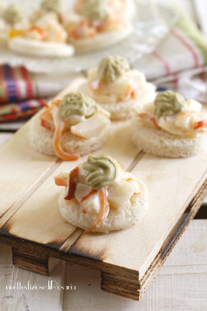 tartine con surimi e avocado