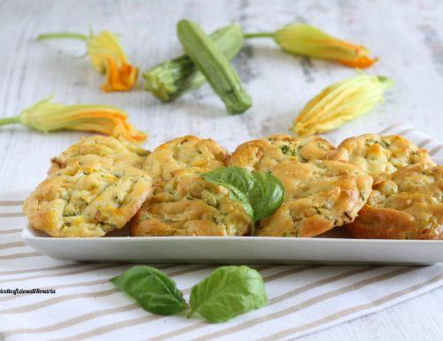 Frittelle zucchine e fiori al parmigiano