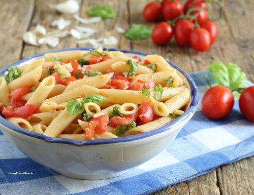 Pasta fredda con pomodorini e pecorino