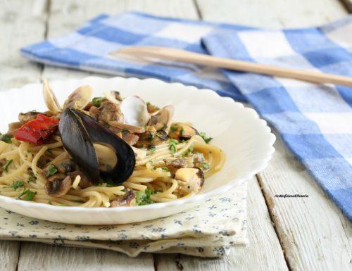 Spaghetti funghi e frutti di mare