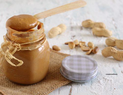 Burro di arachidi casalingo