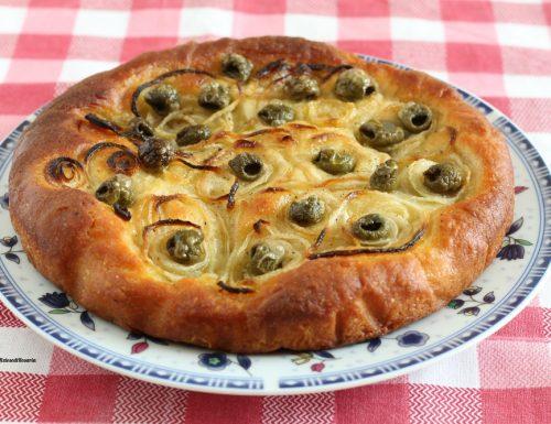 Focaccia con olive e cipolle