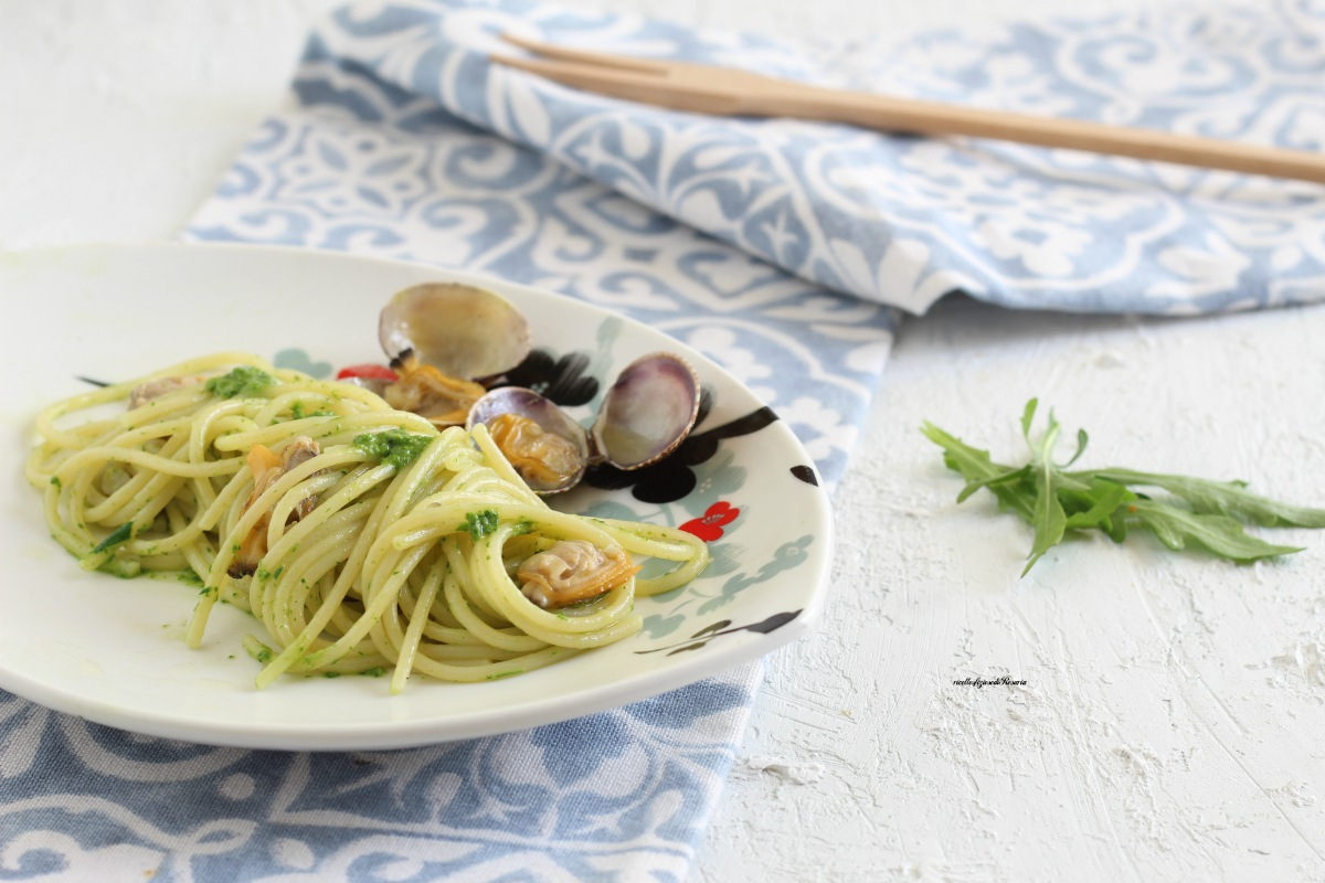 spaghetti vongole e pesto di rucola